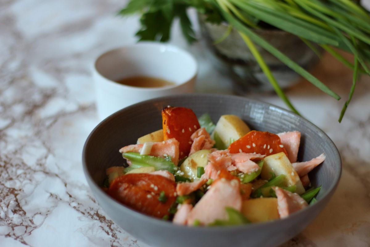 Salade de saumon rôti, nashi et patates douces rôties