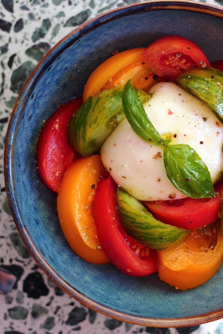 tassinca salade de tomates mozzarella colorée
